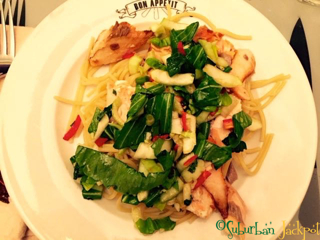 Salmon Noodles lo mien asian dish