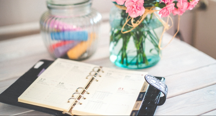 Planner pretty desk vase with flowers